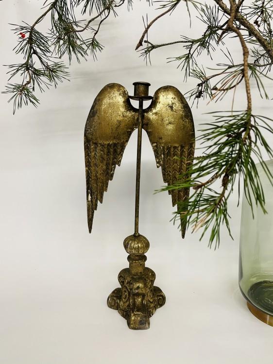 Kerzenständer mit goldenen Flügeln hängend auf barockem Sockel