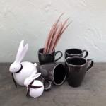 Osterhasen Pärchen 2er Set Keramik, weiß Lederbändchen  2